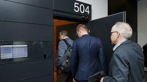 Helsingin poliisin rikoskomisarion oikeudenkäynti käynnistyi Helsingin käräjäoikeudessa maanantaina