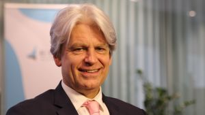 Mark Lewis on BNP Paribas -pankin vastuullisuusjohtaja erityisalanaan ilmastonmuutoksen tutkimus.