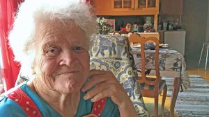 Helmi Mynttinen, eläkkeelle jäänyt torikauppias.