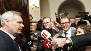 Hallitustunnustelija, SDP:n puheenjohtaja Antti Rinne pitää hallitustunnusteluja koskevaa tiedotustilaisuutta eduskunnassa Helsingissä 7. toukokuuta.