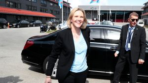 Sylvi Listhaug hymyili puolueensa Frp:n kokouksessa ministerinimityksensä jälkeen perjantaina.