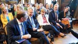 Puheenjohtajat Juha Sipilä (kesk.), Pekka Haavisto (vihr.), Anna-Maja Henriksson (rkp), hallitustunnustelija Antti Rinne (sdp) ja puheenjohtaja Li Andersson (vas.) hallitusneuvotteluissa