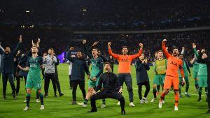 Mauricio Pochettino ja Tottenham juhlivat finaalipaikkaa.