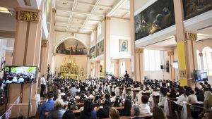 Katolinen messu kirkossa.