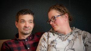 """Lapsettomuus ei erottanut Maria ja Mika Kylmäluomaa. """"Meillä on mukavaa yhdessä. On tulevaisuuden suunnitelmia ja haaveita."""""""