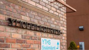 Ylioppilaiden terveydenhoitosäätiö YTHS kyltti Tampereella