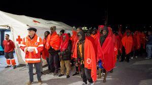 Pelastettuja siirtolaisia Espanjassa 27. huhtikuuta.