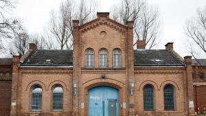 Plötzenseen vankilan vanha sisäänkäynti.