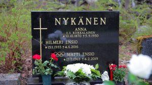 Matti, Ensio j Anna Nykäsen uusi hautakivi Jyväskylän Vanhalla hautausmaalla.
