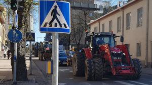 Traktorimarssi Valtakadulla