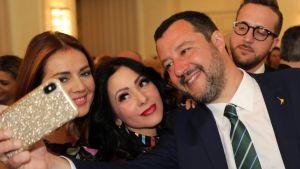 Italian sisäministeri Matteo Salvini täytti maaliskuussa 46 vuotta. Syntymäpäivänä selfieitä otettiin Milanon La Scala -oopperatalossa.