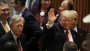 Presidentti Fonalf Trump ja kansallisen turvallisuuden Mike Pompeo