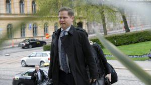 Keskustan Markus Lohi saapuu hallitusneuvotteluihin Säätytalolle.