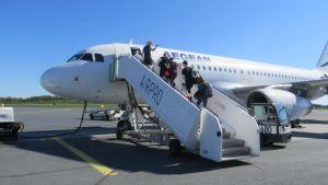 Lomalento Kuopion lentoasemalla.