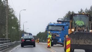 Maantiesillan uusiminen valtatiellä 9 Viinijärvellä Pohjois-Karjalassa kesällä 2019.