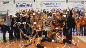 Kauhajoen Karhu juhlii miesten korisliigan mestaruutta.
