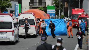 Mies puukottui useita lapsia bussipysäkillä Kawasakin kaupungissa tiistaina.