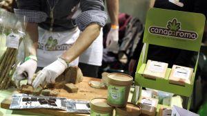 Kannabistuotteita myyvä kauppa Roomassa.