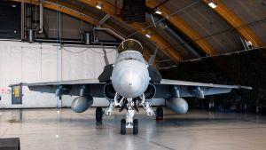 Boeing F/A-18C Hornet Satakunnan lennostossa.
