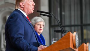 Yhdysvaltain presidentti Donald Trump ja Britannian pääministeri Theresa May yhteisessä tiedotustilaisuudessa 4. toukokuuta.