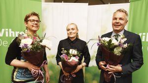 Vihreiden uudet ministerit, ympäristö- ja ilmastoministeri Krista Mikkonen, sisäministeri Maria Ohisalo ja ulkoministeri Pekka Haavisto vihreiden tiedotustilaisuudessa