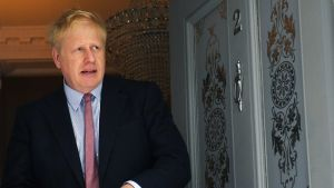 Boris Johnson lähdössä kotoaan 29. toukokuuta.