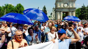 PDM -puolueen mielenosoitus Chisinaun keskustassa.