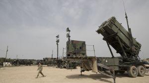 Yhdysvaltain ilmavoimien henkilöstö Patriot-ohjuspuolustusjärjestelmiä Israelin ilmavoimien tukikohdassa maaliskuussa 2018.