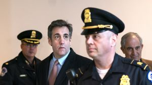 Yhdysvaltain presidentin Donald Trumpin entinen asianajaja Michael Cohen aloitti toukokuussa kolmen vuoden vankeusrangaistuksen suorittamisen. Kuva maaliskuulta 2019.