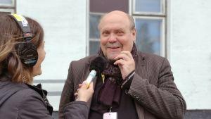 Hannu-Pekka Björkman Mia Sivulan haastattelussa Sodankylän elokuvajuhlilla 2019.