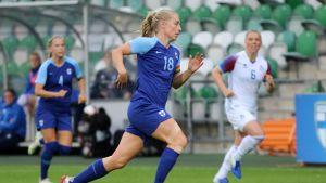 Linda Sällström Helmareiden maaottelussa Islantia vastaan 13. kesäkuuta.