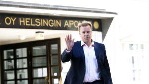 Antti Kaikkonen kertoi tulevaisuuden suunnitelmistaan keskustan puoluetoimistolla.