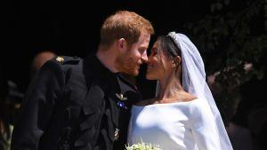 Prinssi Harry ja Meghan Markle hääasuissaan.