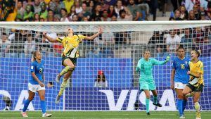 Alanna Kennedy riemastui Australian voitettua Brasilian 3-2 jalkapallon MM-kisoissa.