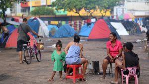 Ihmisiä pakolaisleirillä Boa Vistassa toukokuussa 2018.