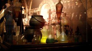 Uudessa Harry Potter Wizards Unite -mobiilipelissä tehdään myös taikajuomia. Kuva Harry Potter -näyttelystä Madridista vuodelta 2017.