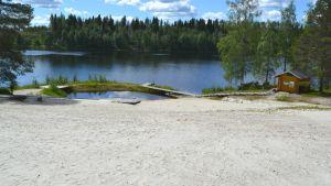 Hiisijärven uimaranta Ristijärvellä