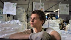 Viola on työntekijä nuorten kierrätyskeskuksessa Moskovassa.