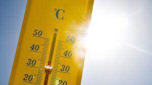 Lämpömittari nousi yli 35 asteen Ranskassa.