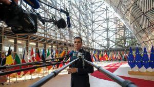 Espanjan pääministeri Pedro Sanchez saapumassa Eurooppa-neuvoston kokoukseen Brysselissä keskiviikkona.