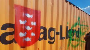 graffitiseinä varastokontti graffiteja