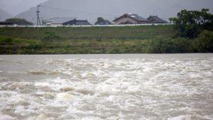Kuma-joki tulvii Yatsushirossa, Kumamoton prefektuurissa.