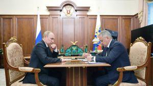 Presidentti Vladimir Putin piti eilen kriisikokouksen puolustusministeri Sergei Shoigun kanssa traagisesta sukellusveneturmasta.