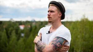Striimaaja Anssi Huovinen Utajärvellä.