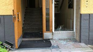 Hrvi rikkoi ikkunalasin Kannelmäessä