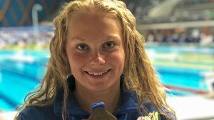 Laura Lahtinen sai nappiuinnilla nuorten EM-pronssia 200 metrin perhosessa.