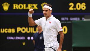 Roger Federer viihtyi kentällä vain kolme erää ottelussa Lucas Pouillea vastaan.
