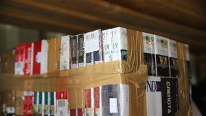 Takavarikoitua tupakkaa Nuijamaalla.
