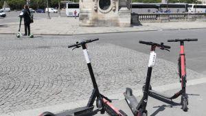 Pariisissa on alettu rajoittaa sähköpotkulautailua.