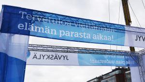Suomipop-tapahtuman portti Lutakonaukiolla.